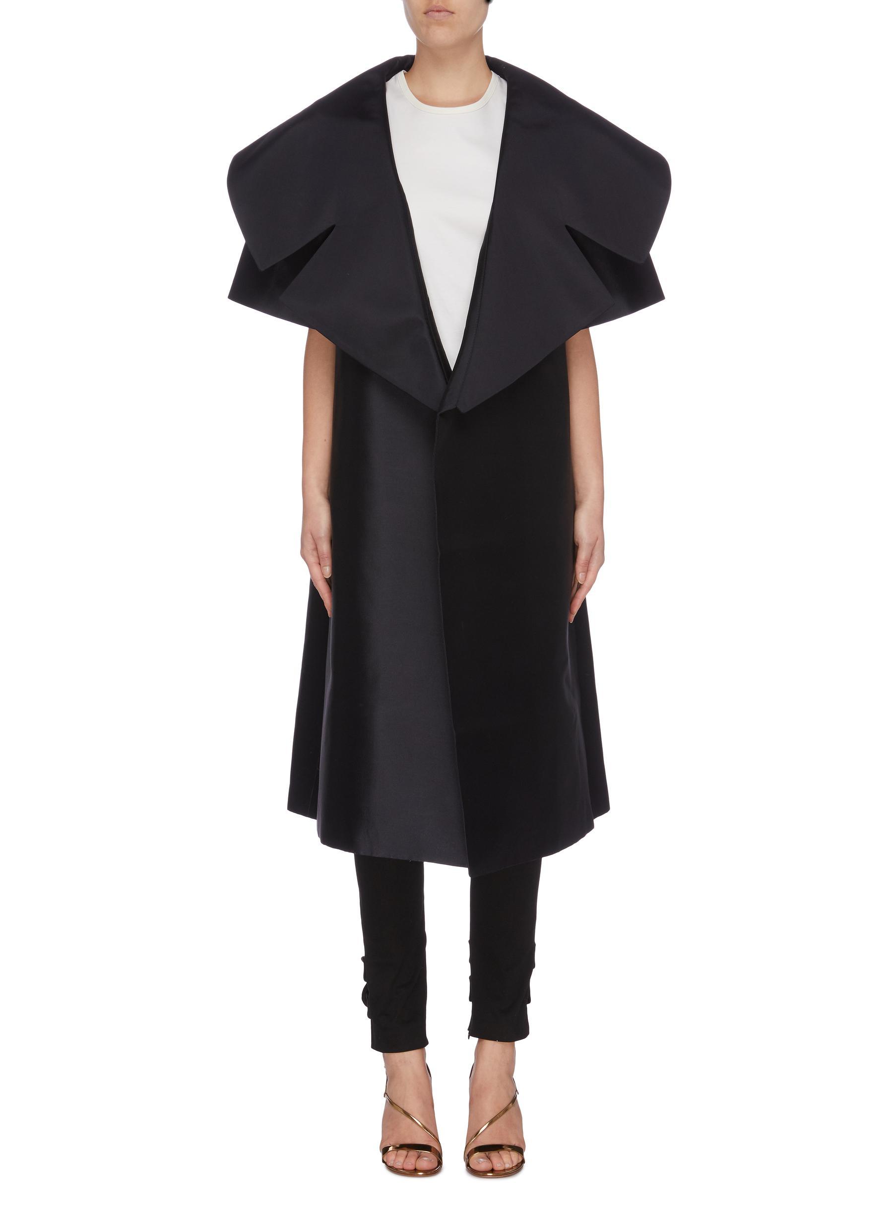 Alissa flared collar satin short sleeve coat by Leal Daccarett