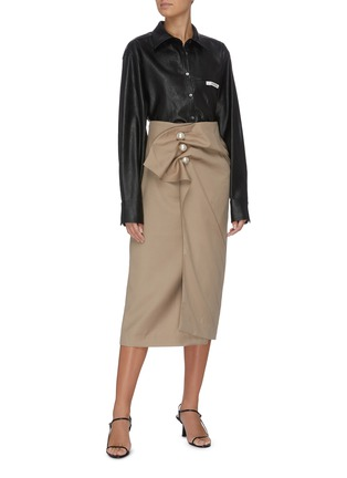 Figure View - Click To Enlarge - KIMHĒKIM - 'Venus' faux pearl button ruched midi skirt