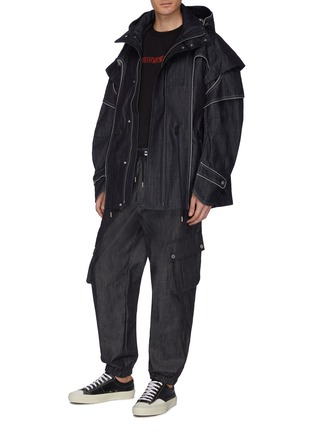 Figure View - Click To Enlarge - FENG CHEN WANG - Washed denim cargo jogging pants