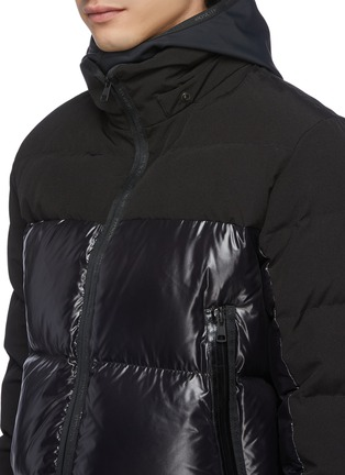 Detail View - Click To Enlarge - MONCLER - 'Blanc' detachable hood contrast panel down puffer jacket