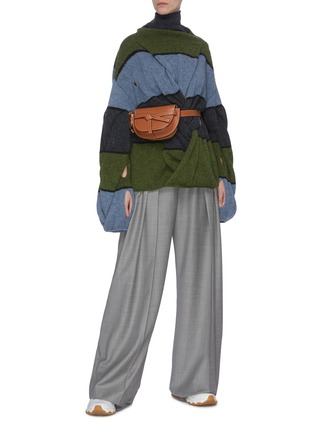 Figure View - Click To Enlarge - JW ANDERSON - Twist front colourblock panelled sweater