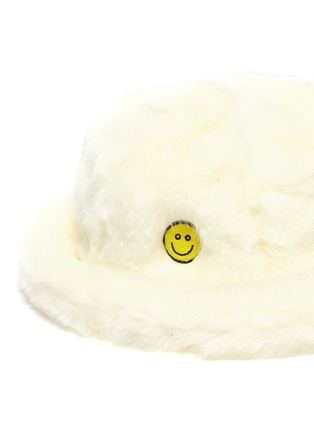 Detail View - Click To Enlarge - KIRIN BY PEGGY GOU - 'Smile' graphic patch faux fur bucket hat