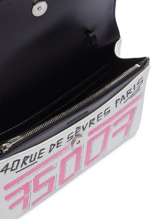 Detail View - Click To Enlarge - BALENCIAGA - 'BB' graffiti print leather wallet on chain