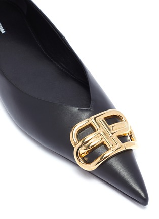Detail View - Click To Enlarge - BALENCIAGA - 'Knife' logo plaque leather flats
