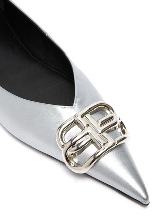 Detail View - Click To Enlarge - BALENCIAGA - 'Knife' logo plaque metallic leather flats