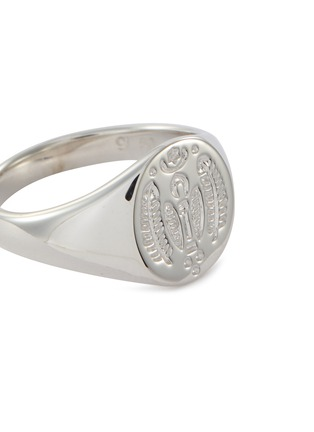 Detail View - Click To Enlarge - TOM WOOD - 'Mini Feather' engraved silver signet ring – Size 52