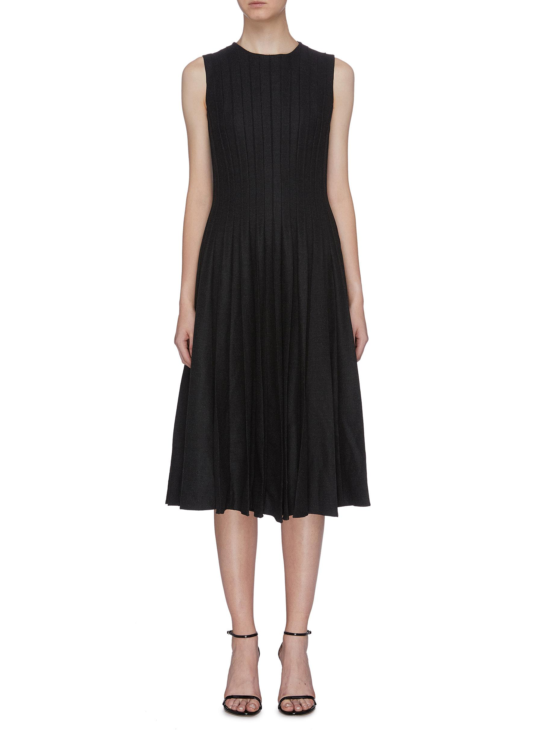 Pleated wool sleeveless dress by Oscar De La Renta