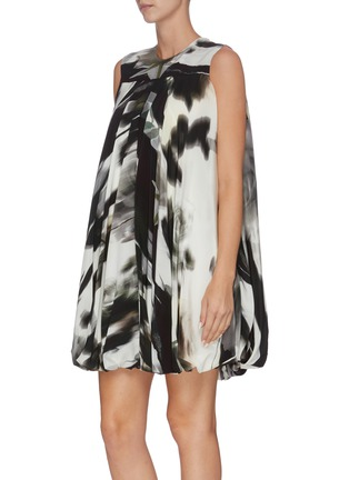 Detail View - Click To Enlarge - ALEXANDER MCQUEEN - Belted graphic print pleated sleevless dress