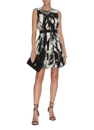 Figure View - Click To Enlarge - ALEXANDER MCQUEEN - Belted graphic print pleated sleevless dress