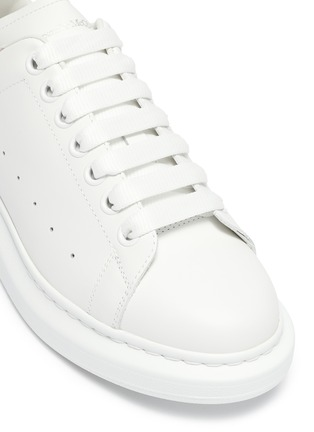 Detail View - Click To Enlarge - ALEXANDER MCQUEEN - 'Oversized Sneaker' in leather with suede collar