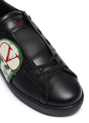 Detail View - Click To Enlarge - VALENTINO - Valentino Garavani x UNDERCOVER 'Open' skull VLOGO patch leather sneakers