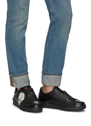 Figure View - Click To Enlarge - VALENTINO - Valentino Garavani x UNDERCOVER 'Open' skull VLOGO patch leather sneakers