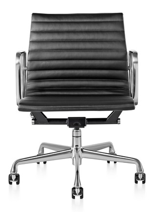 Main View - Click To Enlarge - HERMAN MILLER - Eames Aluminium Group management chair – Black