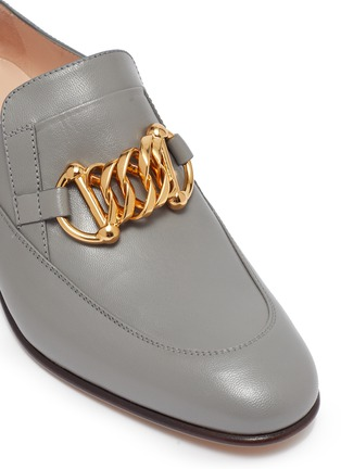 Detail View - Click To Enlarge - GUCCI - Horsebit chain leather loafer pumps