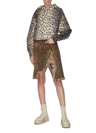 Figure View - Click To Enlarge - R13 - 'Norbury' leopard print split hem denim skirt