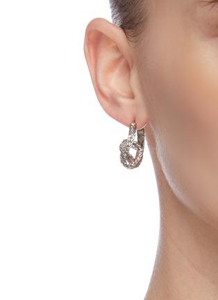 Figure View - Click To Enlarge - OSCAR DE LA RENTA - Small braided knot hoop earrings