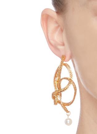 Figure View - Click To Enlarge - OSCAR DE LA RENTA - Twist knot braided chain pearl drop earrings