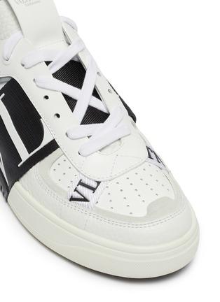Detail View - Click To Enlarge - VALENTINO - Valentino Garavani logo embossed contrast stripe sneakers