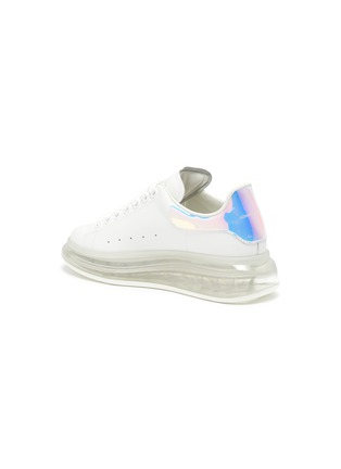- ALEXANDER MCQUEEN - 'Oversized sneaker' in larry with holographic tab