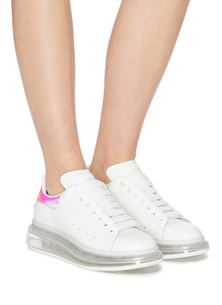 Figure View - Click To Enlarge - ALEXANDER MCQUEEN - 'Oversized sneaker' in larry with holographic tab