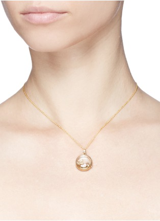 Detail View - Click To Enlarge - LOQUET LONDON - 18k yellow gold letter charm - W