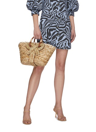 Figure View - Click To Enlarge - ANYA HINDMARCH - Bow embellished small natural seagrass woven basket