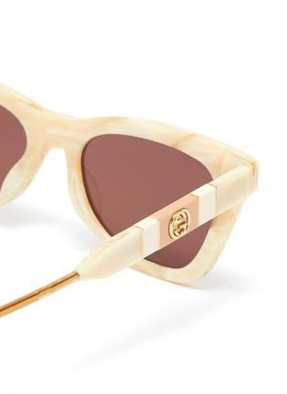Detail View - Click To Enlarge - GUCCI - Marble effect acetate frame cat eye sunglasses