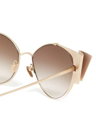 Detail View - Click To Enlarge - LINDA FARROW - Metal ribbon frame cateye sunglasses