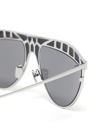 Detail View - Click To Enlarge - LINDA FARROW - 'Huston' Metal Frame Aviator Sunglasses