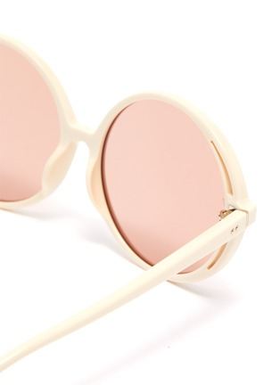 Detail View - Click To Enlarge - LINDA FARROW VINTAGE - Acetate round frame sunglasses