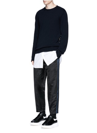 Figure View - Click To Enlarge - ALEXANDER MCQUEEN - Side stripe satin cropped jogging pants