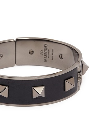 Detail View - Click To Enlarge - Valentino - 'Rockstud Noir' inlaid leather bangle