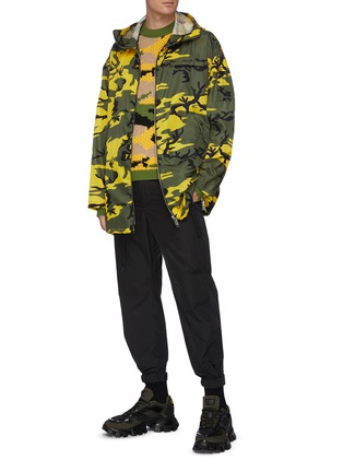 Figure View - Click To Enlarge - PRADA - Camo print hooded parka
