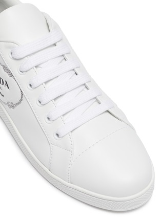 Detail View - Click To Enlarge - PRADA - Logo embossed low top lace-up leather sneakers