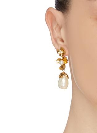 Front View - Click To Enlarge - OSCAR DE LA RENTA - Swarovski crystal pearl floral earrings