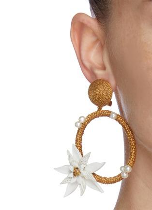 Figure View - Click To Enlarge - OSCAR DE LA RENTA - Flower embellished woven hoop earrings