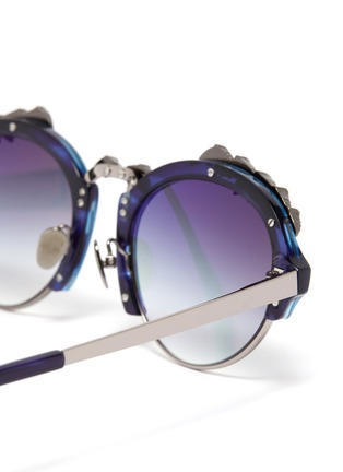 Detail View - Click To Enlarge - DONNIEYE - 'Deesse' Claw round sunglasses