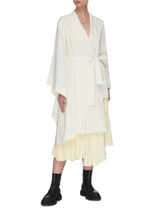 Figure View - Click To Enlarge - SANS TITRE - Asymmetric sleeve and hem coat