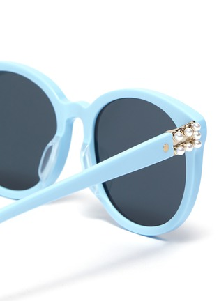 Detail View - Click To Enlarge - FOR ART'S SAKE - 'Scarlett' Faux Pearl Embellished Horn Rimmed Sunglasses