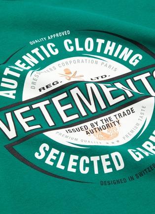 - VETEMENTS - 'Beer badge' logo print T-shirt