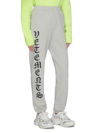 Front View - Click To Enlarge - VETEMENTS - 'Gothic' logo outseam sweatpants