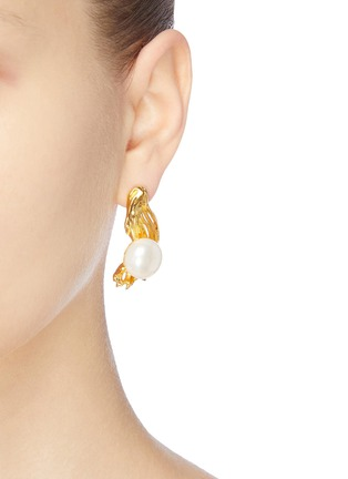 Detail View - Click To Enlarge - EJING ZHANG - 'Avalon' pearl earrings