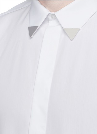 Detail View - Click To Enlarge - Givenchy - Metal collar tip cotton shirt