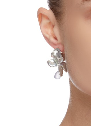 Figure View - Click To Enlarge - OLIVIA YAO - Keshi pearl chalcedony sterling silver reef earrings
