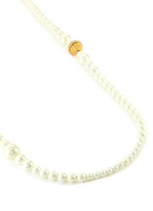 Detail View - Click To Enlarge - KENNETH JAY LANE - Pearl crystal centre S hook necklace