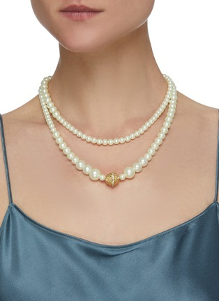 Figure View - Click To Enlarge - KENNETH JAY LANE - Pearl crystal centre S hook necklace
