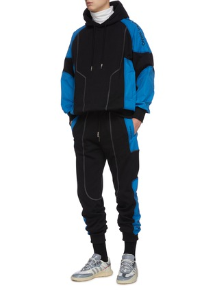 Figure View - Click To Enlarge - FENG CHEN WANG - 'Pepsi' contrast panel jogging pants