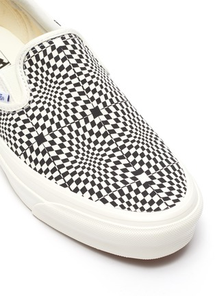 Detail View - Click To Enlarge - VANS - OG Classic slip-on LX canvas shoes