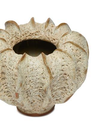 Detail View - Click To Enlarge - PETERSHAM NURSERIES - The Moss Medium Vase – Cream