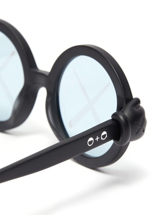 Detail View - Click To Enlarge - SONS + DAUGHTERS - x KAWS kidsCross RoundSunglasses